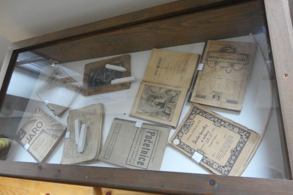 Historické knihy a učebnice - muzeum Češko Selo