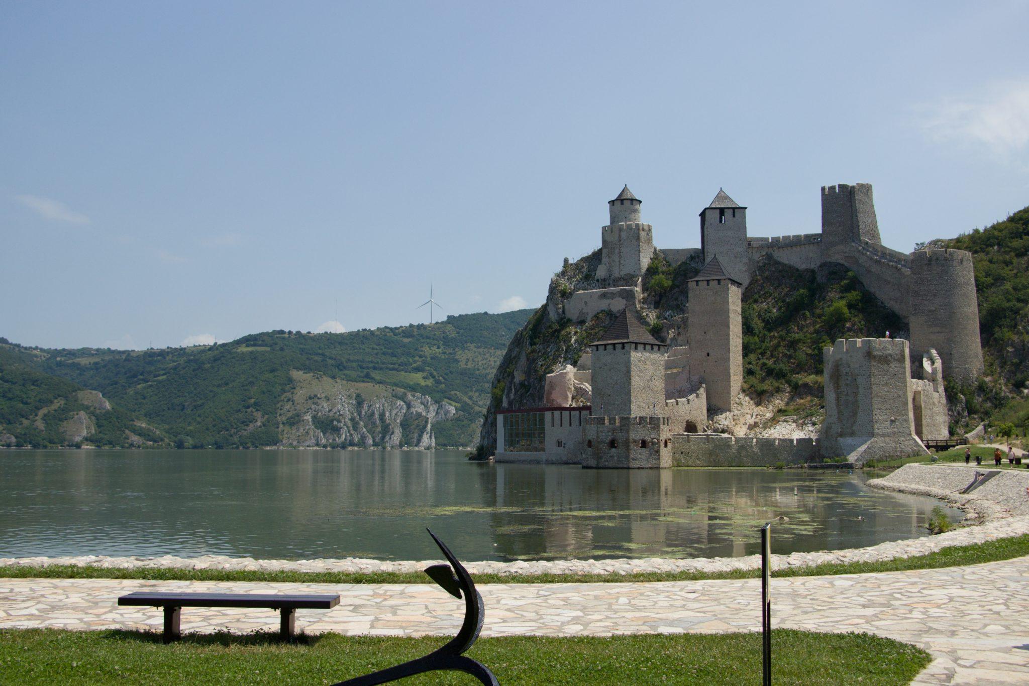 Pevnost Golubac na břehu Dunaje
