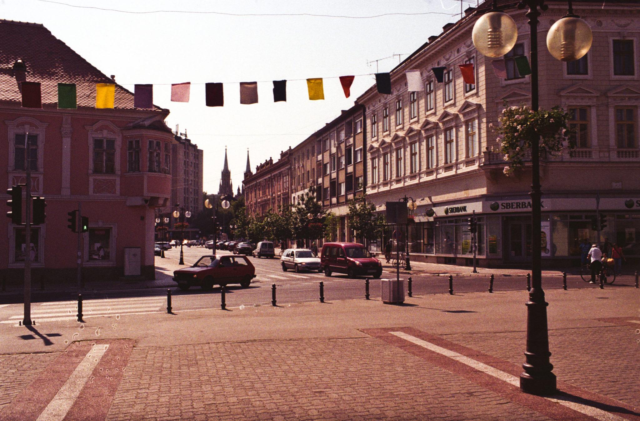 Vršac - historické centrum nad nímž se tyčí hrad