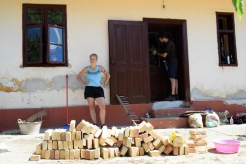 Pomoc se záchranou, vyklízením a údržbou Etno kuči v Kruščici - ukázkového historického domu a prostoru pro kulturní akce